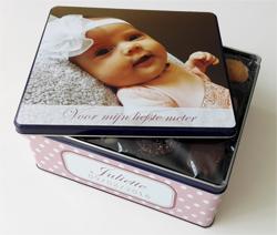 Gepersonaliseerde koekendoos met foto als origineel geschenk om meter of peter te vragen